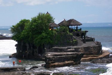 tanah lot temple bali tour
